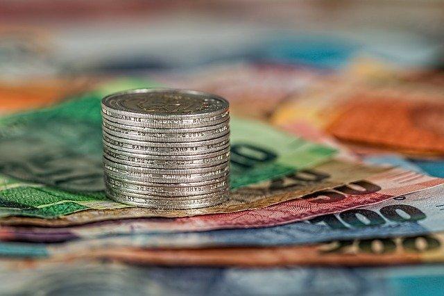 オンラインカジノに入出金するお金のイメージ